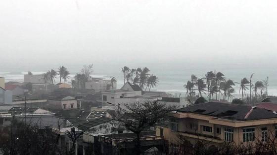 Huyện đảo Lý Sơn đang trong cơn bão vào sáng 11-11-2020