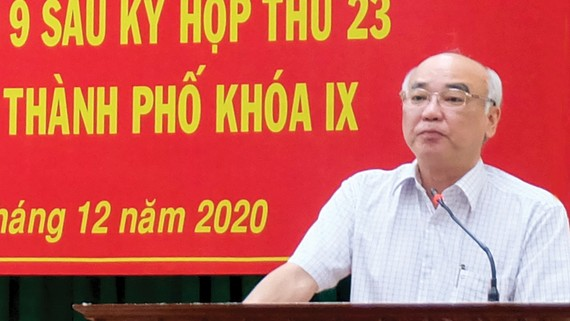 Đồng chí Phan Nguyễn Như Khuê phát biểu tại buổi tiếp xúc cử tri quận 9