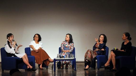 """Tọa đàm """"Phụ nữ và văn chương"""" do Viện Pháp tại TPHCM tổ chức. Ảnh: NGUYỄN Á"""
