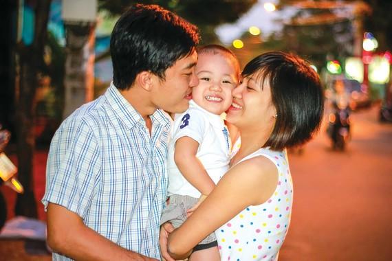 Gia đình hạnh phúc phải được vun đắp từ hai phía. Ảnh: DŨNG PHƯƠNG