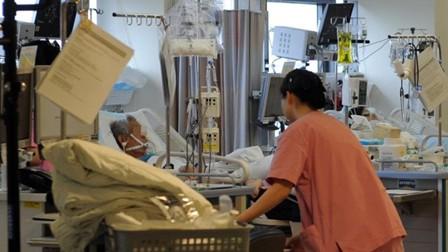 """Người già Hàn Quốc sợ sự chăm sóc cuối đời một cách """"vô nghĩa"""" khi nằm hôn mê trên giường bệnh"""