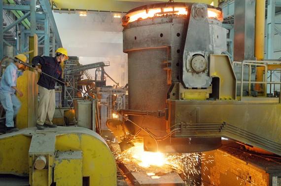 Sản xuất thép tại Nhà máy thép Phú Mỹ. Ảnh: CAO THĂNG