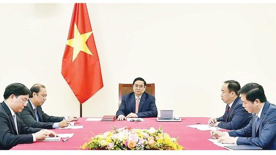 Thủ tướng Phạm Minh Chính điện đàm với Thủ tướng Singapore Lý Hiển Long. Ảnh: QUANG PHÚC