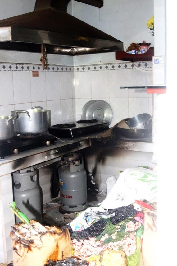 Hiện trường vụ nổ tại nhà không số, tổ 12 ấp 4 xã Vĩnh Lộc A, huyện Bình Chánh, TPHCM