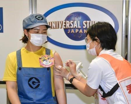 Một điểm tiêm chủng vaccine Covid-19 tại Osaka, Nhật Bản