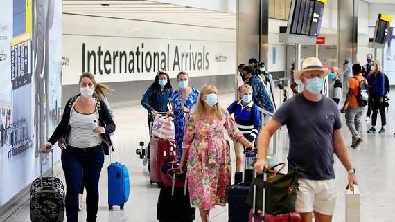 Hoạt động nhộn nhịp tại sân bay quốc tế Heathrow, Anh sau khi Mỹ và châu Âu nối lại các chuyến bay