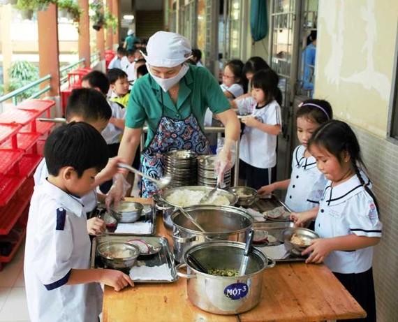 Dinh dưỡng học đường hợp lý đóng vai trò quan trọng đối với sự phát triển toàn diện của trẻ