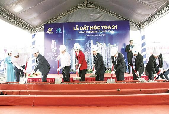Tòa tháp S1 dự án SunShine City Sài Gòn do Công ty CP  Tập đoàn Xây dựng Hòa Bình thi công vượt tiến