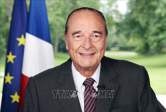 Cựu Tổng thống Pháp Jacques Chirac trong bài phát biểu được truyền hình trên toàn quốc tại Paris, ngày 15-5-2007. Ảnh tư liệu: TTXVN