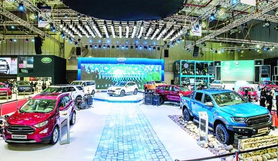 Ford Việt Nam thu hút khách tham quan bằng phổ sản phẩm phong phú từ dòng SUV đến xe thương mại