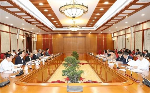 Chiều 1-11, tại Trụ sở Trung ương Đảng, Tổng Bí thư, Chủ tịch nước Nguyễn Phú Trọng chủ trì họp Bộ Chính trị cho ý kiến về sửa đổi, bổ sung chức năng, nhiệm vụ của Ban Chỉ đạo Trung ương về phòng, chống tham nhũng và Ban Nội chính Trung ương. Ảnh: TTXVN