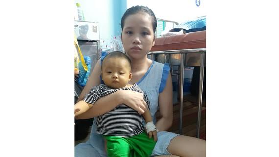 Cháu bé nhà nghèo mắc bệnh nan y