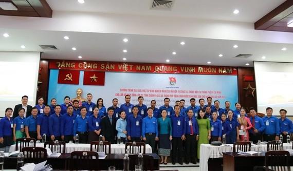 Các đại biểu chụp hình lưu niệm. Ảnh: hochiminhciy.gov.vn
