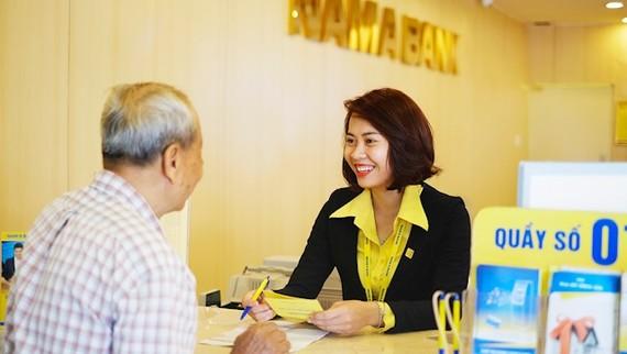 Khách hàng giao dịch tại Nam A Bank