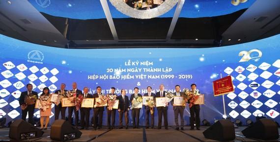 Dai-ichi Life Việt Nam vinh dự nhận Bằng khen của Bộ Tài chính lần thứ 4