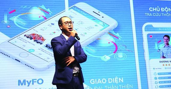 Ông Phạm Trương Hoàng Vũ - Giám đốc Nghiên cứu & Phát triển Sài Gòn Ford, trong buổi giới thiệu tính năng mới, hiện đại của MyFo