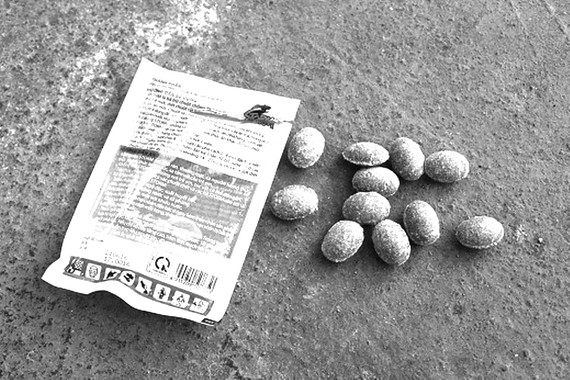 Thuốc diệt chuột và côn trùng hình viên kẹo