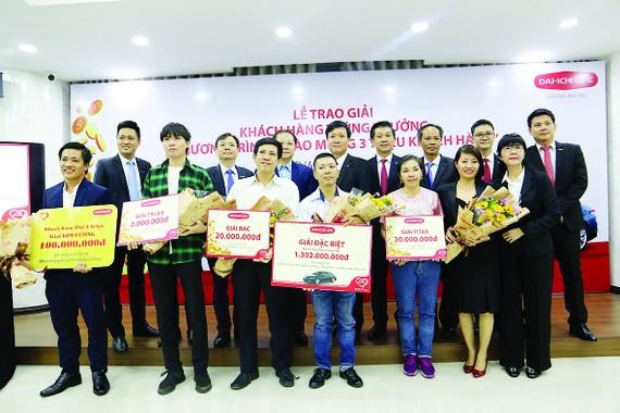 """Dai-ichi Life Việt Nam trao giải chương trình """"Chào mừng 3 triệu khách hàng"""""""