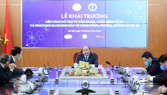 Thủ tướng Nguyễn Xuân Phúc phát biểu tại Lễ khai trương Nền tảng hỗ trợ tư vấn khám, chữa bệnh từ xa và ứng dụng Bluezone bảo vệ cộng đồng, phòng chống, Covid-19. Ảnh: THỐNG NHẤT