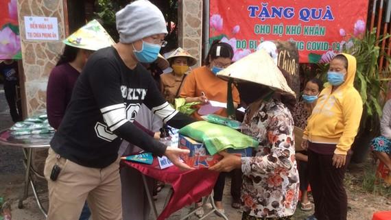 Hội Phật tử Việt Nam tại Hàn Quốc tặng 200 phần quà cho người nghèo tại TPHCM