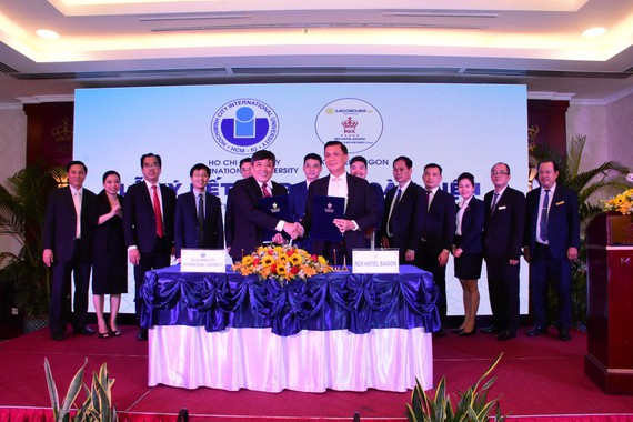 Lễ ký kết thỏa thuận hợp tác toàn diện giữa khách sạn Rex Sài Gòn và Trường Đại học Quốc tế - Đại học Quốc gia TPHCM