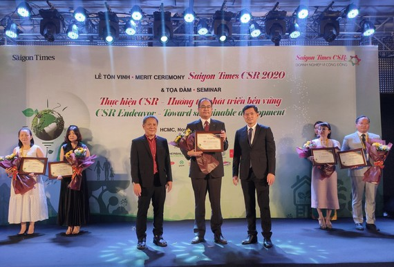 """Dai-ichi Life Việt Nam được vinh danh """"Doanh nghiệp vì Cộng đồng - Saigon Times CSR 2020"""" lần thứ hai"""