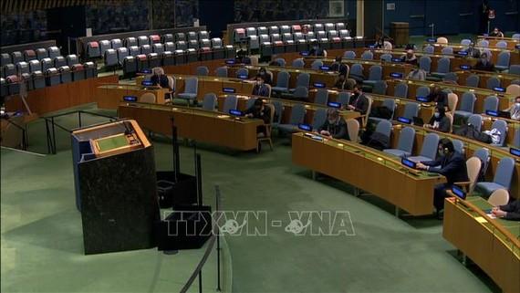 Quang cảnh cuộc họp của Đại hội đồng Liên hợp quốc thông qua Nghị quyết Ngày quốc tế sẵn sàng chống dịch bệnh. Ảnh: TTXVN