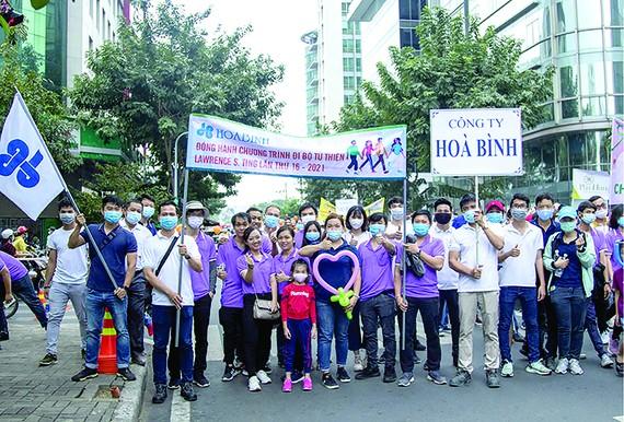 Hòa Bình 16 năm liên tiếp đồng hành đi bộ từ thiện Lawrence S.Ting