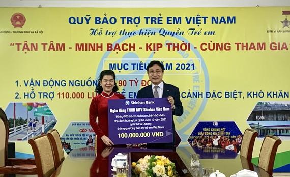 Ngân hàng Shinhan giúp trẻ ở Hải Dương bị ảnh hưởng Covid-19