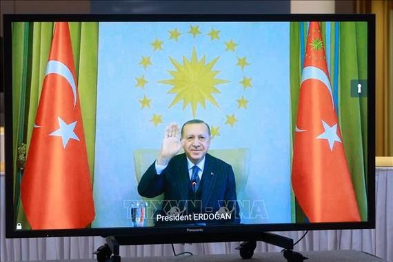 Tổng thống Thổ Nhĩ Kỳ Recep Tayyip Erdogan trong cuộc hội đàm trực tuyến với Chủ tịch Hội đồng châu Âu Charles Michel và Chủ tịch Ủy ban châu Âu Ursula von der Leyen tại Brussels, Bỉ ngày 19-3-2021. Ảnh: AFP/TTXVN