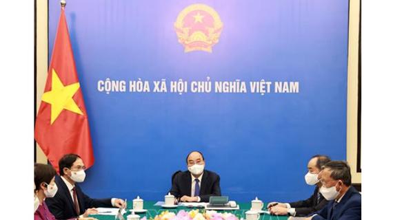 Chủ tịch nước Nguyễn Xuân Phúc điện đàm với Thủ tướng Nhật Bản Suga Yoshihide. Ảnh: TTXVN