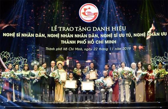 Lễ trao tặng danh hiệu NSND, NSƯT tại TPHCM năm 2019. Ảnh: Thanhuy.vn