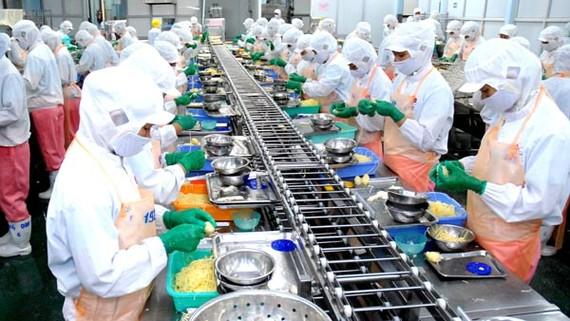 Chế biến thực phẩm xuất khẩu tại KCN Hiệp Phước TPHCM. Ảnh: Cao Thăng