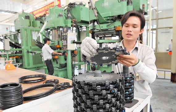 Dây chuyền sản xuất của Nhà máy Cao su Thống Nhất thuộc Tổng công ty  Công nghiệp Sài Gòn       . Ảnh: VIỆT DŨNG
