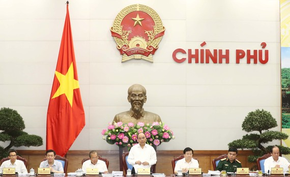 Thủ tướng Nguyễn Xuân Phúc chủ trì Phiên họp chuyên đề của Chính phủ về xây dựng pháp luật. Ảnh: TTXVN
