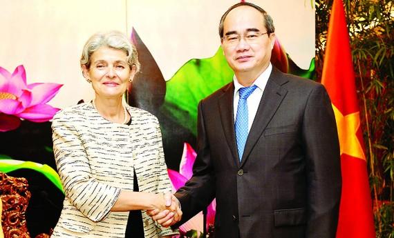 Bí thư Thành ủy TPHCM Nguyễn Thiện Nhân tiếp Tổng Giám đốc UNESCO Irina Bokova                                             . Ảnh: VIỆT DŨNG