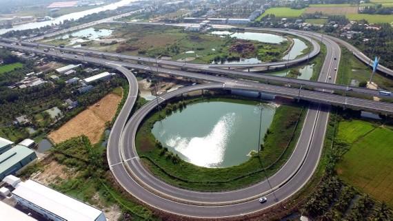 Đường cao tốc Thành phố Hồ Chí Minh-Trung Lương đoạn qua Tân An (Long An), một phần của tuyến cao tốc Bắc – Nam. Ảnh minh họa: TTXVN