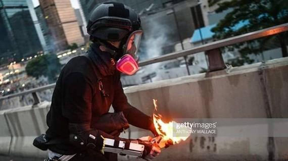 Hồng Công bắt giữ 3 kẻ nghi ném bom xăng