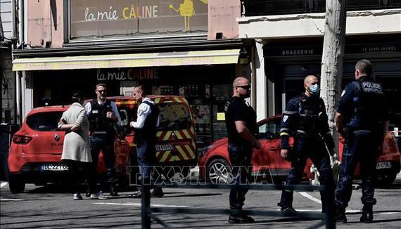 Tấn công bằng dao ở Pháp, 9 người thương vong