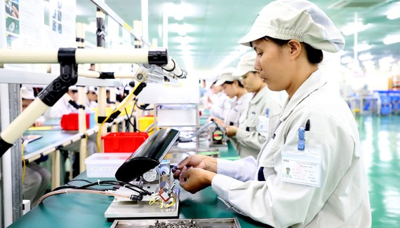 Hoạt động sản xuất tại Công ty Origin Manufactures Vietnam (doanh nghiệp FDI Nhật Bản)  tại Khu công nghiệp Đồng Văn, tỉnh Hà Nam.  Ảnh: QUANG PHÚC