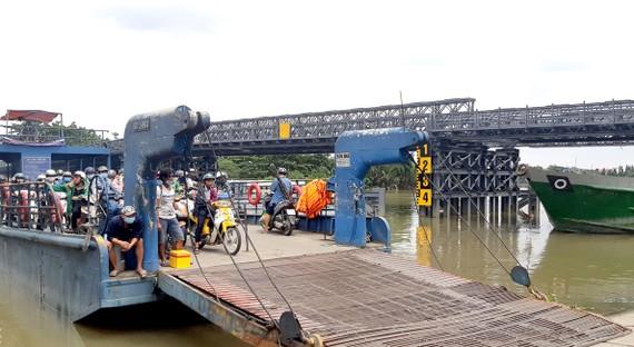 Cầu sắt An Phú Đông đang được thi công gấp rút để đưa vào hoạt động thay phà.