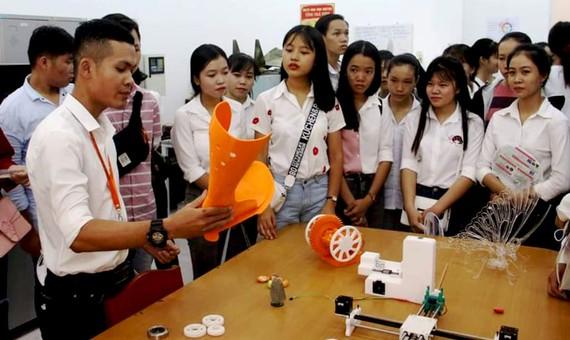 Nhiều sinh viên tốt nghiệp ĐH Trà Vinh được giới thiệu việc làm.