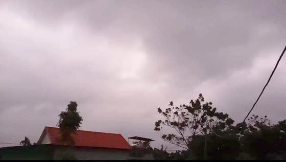 Sáng nay 29-10, thời tiết miền Trung vẫn đang rất xấu. Ảnh: TRẦN HỮU DŨNG