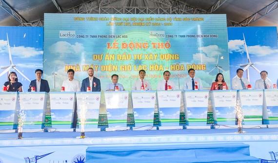 Sóc Trăng khởi công 2 nhà máy điện gió Lạc Hòa và Hòa Đông hơn 2.000 tỷ đồng tại thị xã Vĩnh Châu. Ảnh: TUẤN QUANG
