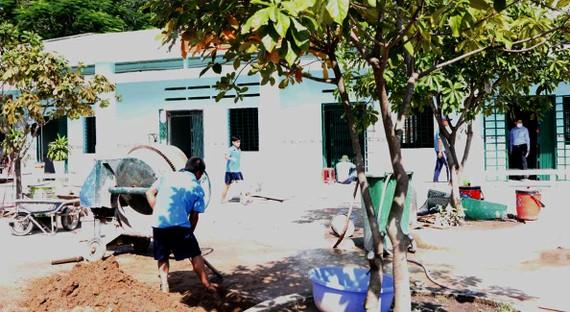 Cơ sở xã hội Nhị Xuân cải tạo, sửa sang phòng ốc để có thêm chỗ  tiếp nhận người nghiện không nơi cư trú ổn định  từ các quận huyện chuyển tới.