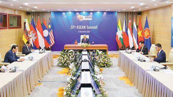 Thủ tướng Nguyễn Xuân Phúc phát biểu tại hội nghị Ảnh: QUANG PHÚC