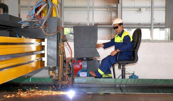 Sản xuất thiết bị cơ khí tại Công ty ODIM  Ảnh: CAO THĂNG