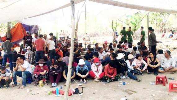 Các đối tượng bị bắt tại một trường gà ở Đồng Nai
