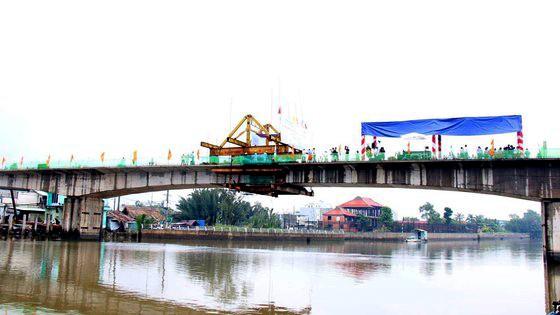 Cầu Phước Lộc sẽ được đưa vào sử dụng trước Tết Nguyên đán Tân Sửu. Ảnh: QUỐC HÙNG