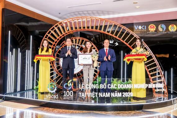 Ông Trần Tam, Chủ tịch HĐQT Phuc Khang Corporation, nhận bằng khen Top 100 doanh nghiệp bền vững  Việt Nam 2020.